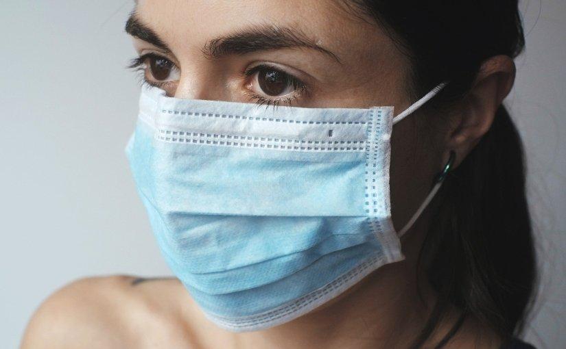 Ny statistik visar att Covid-19 pandemin drabbar kvinnor hårdare änmän